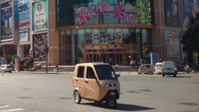 Look at that cute scooter car!