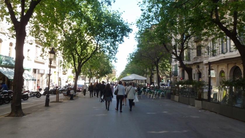 Walking along Rambla de Catalunya.