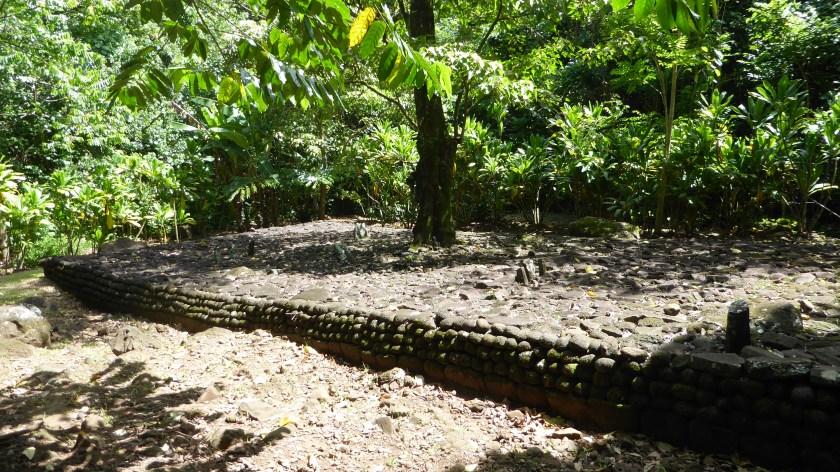 Marae i te Ti'i Roa.  An Ancient Religiuos Site