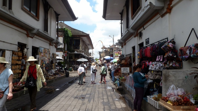 Shopping is also available at the market in Ubud.