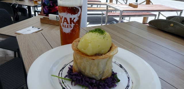 Rog's Guinness meat pie and ale