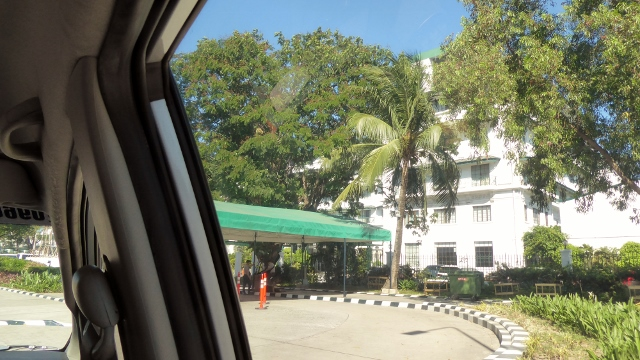 Ahhh, arriving at the Manila Hotel!