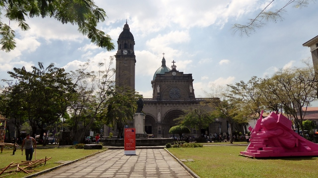 Plaza de Roma where the Cathedral of Manila is located.