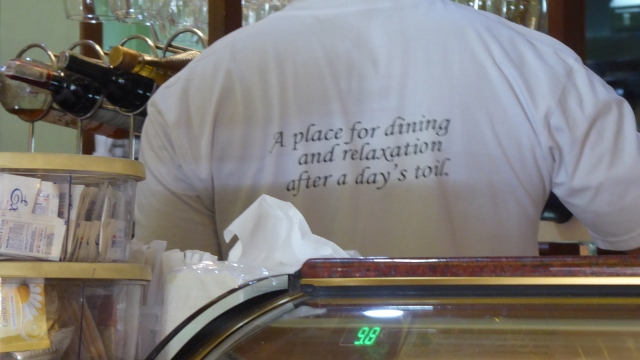 The Restaurante delle Mitre motto on the back of a uniform.
