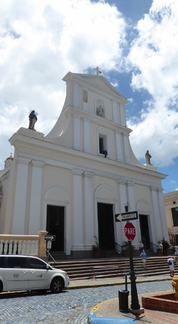 The San Juan Bautitsta Cathedral, containing the tomb of Ponce de Leon.