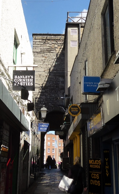 The Merchant's Arch, a gateway to Temple Bar.