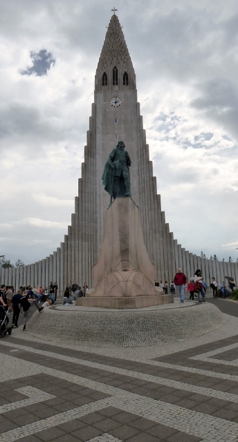 The Leif Erikson statue in front of Hallgrimskirkja (Lutheran Parish Church).