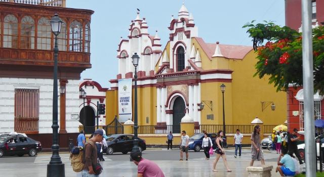 Iglasia La Campania, one of the 100s of  churches in Trujillo.