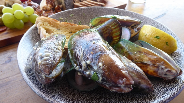 Lunch consisted of the famous Green Mussles of New Zealand.