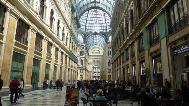 .....and the grand ambiance of the Galleria di Umberto I.