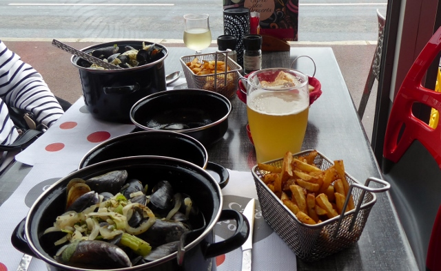 We ordered the mussels along with pomme frites and our afternoon libations.