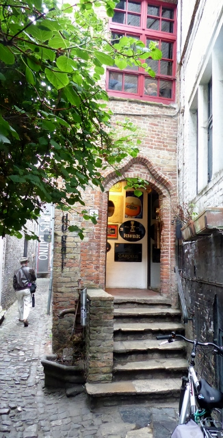 We come across the smallest street in Bruge.