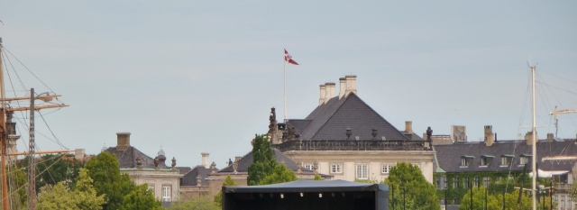 These are buildings of the  Amelianborg Palace in Frederiksstaden.