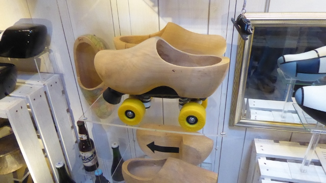 Rooer skates.  How fun is this!!!