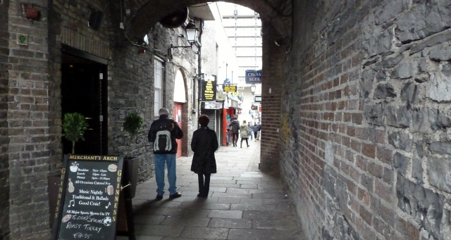Merchant's Arch:  pathway from River Liffey to Temple Bar