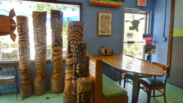 Inside, more Tikis!!!!
