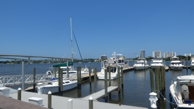 It's easy for boaters to come for lunch!