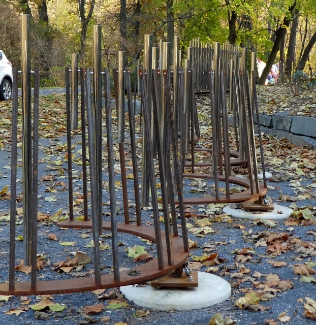 The curved chimes play Fur Easton by John Gossick.