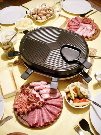 Raclette Dinner (Wikipedia photo by Klaus-Dieter Keller, Germany)